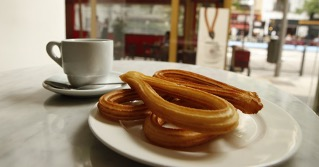 マドリードで美味しいチュロスとホットチョコレートを飲める場所